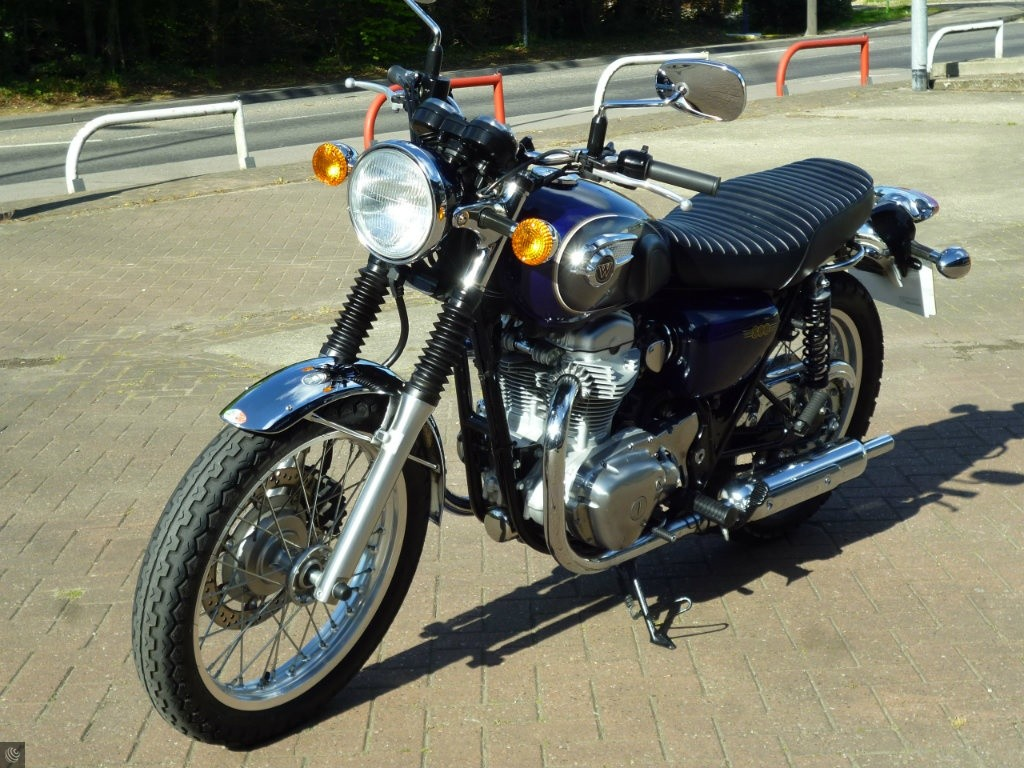 kawasaki w800 for sale in wokingham berkshire. Black Bedroom Furniture Sets. Home Design Ideas